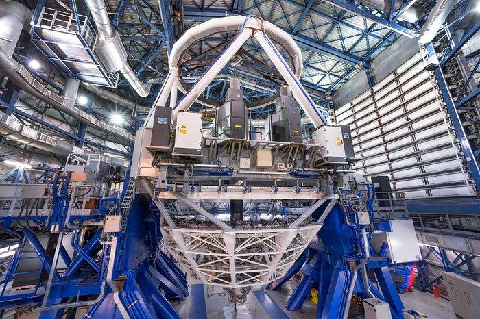 Primeira luz no Observatório do Paranal para o sistema de estrela guia laser mais poderoso do mundo