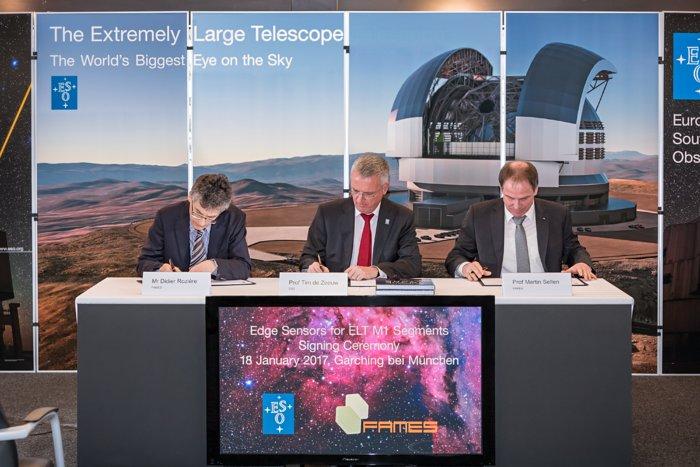 De ondertekening van de contracten met het FAMES-consortium voor de randsensoren van de hoofdspiegel van de ELT
