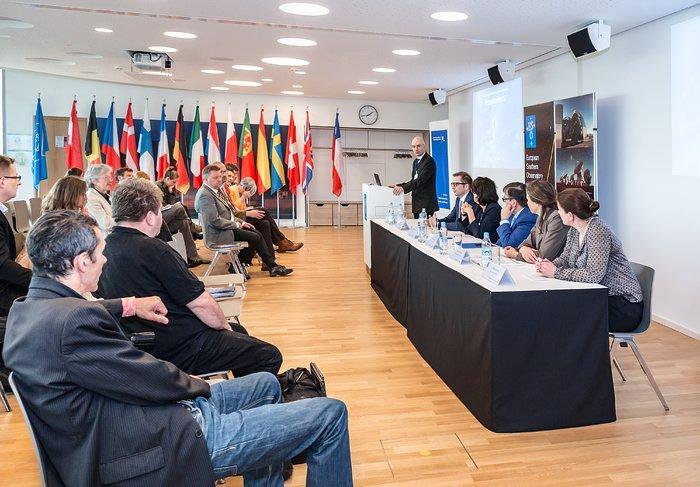 Conferência de imprensa na inauguração do Supernova do ESO