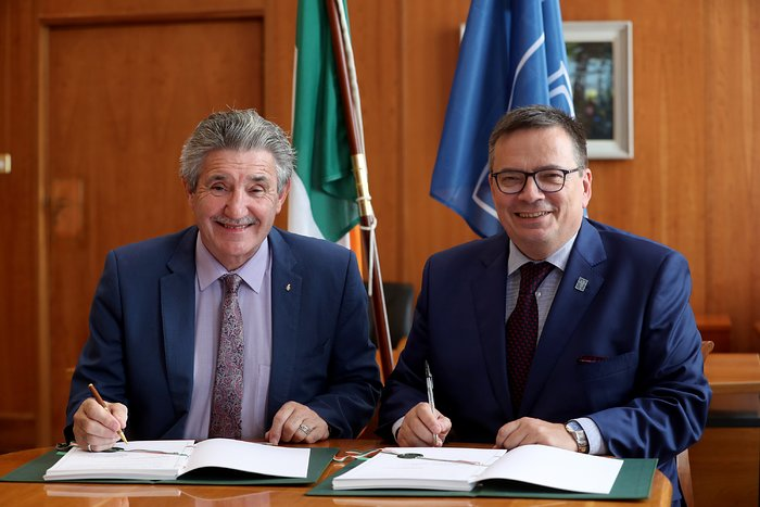 The Irish Accession Agreement being signed