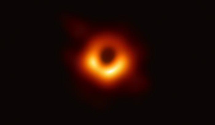 Første bilde av et sort hull