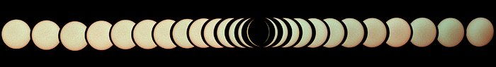 Total solformørkelse over La Silla-observatoriet i 2019 (panoramabilde)