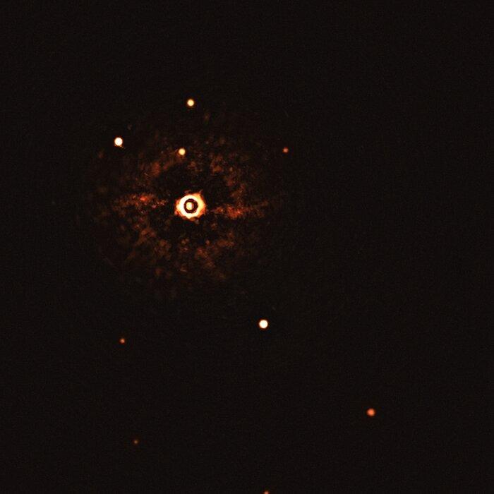 Primeira imagem de um sistema planetário múltiplo em órbita de uma estrela do tipo do Sol (inteira, sem anotações)