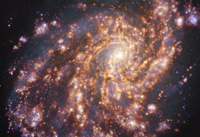 Az NGC 4254 a VLT és ALMA különböző hullámhosszakon készült felvételein