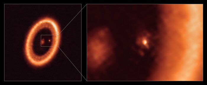 Oversiktsbilde og nærbilde av en månedannende skive sett med ALMA