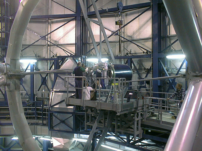 Installation of the Beryllium secondary mirror