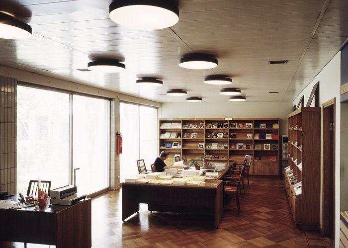 Vitacura office: the library