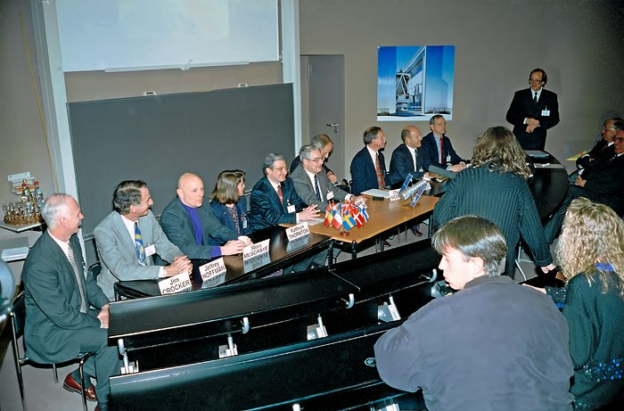 HST STS-61 press conference opening