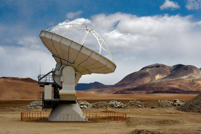 An ALMA antenna on Chajnantor