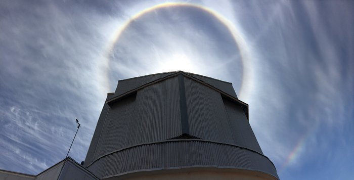 Haloes over VISTA