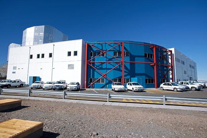 Paranal control building under construction