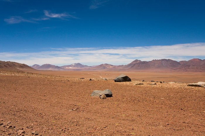 The plateau of Chajnantor, the ALMA array operations site