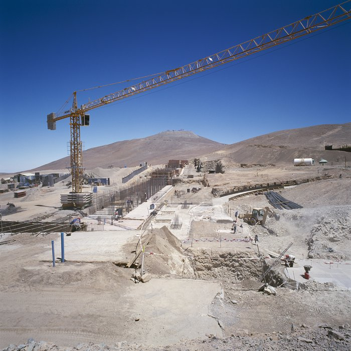 Construction of Paranal Residencia