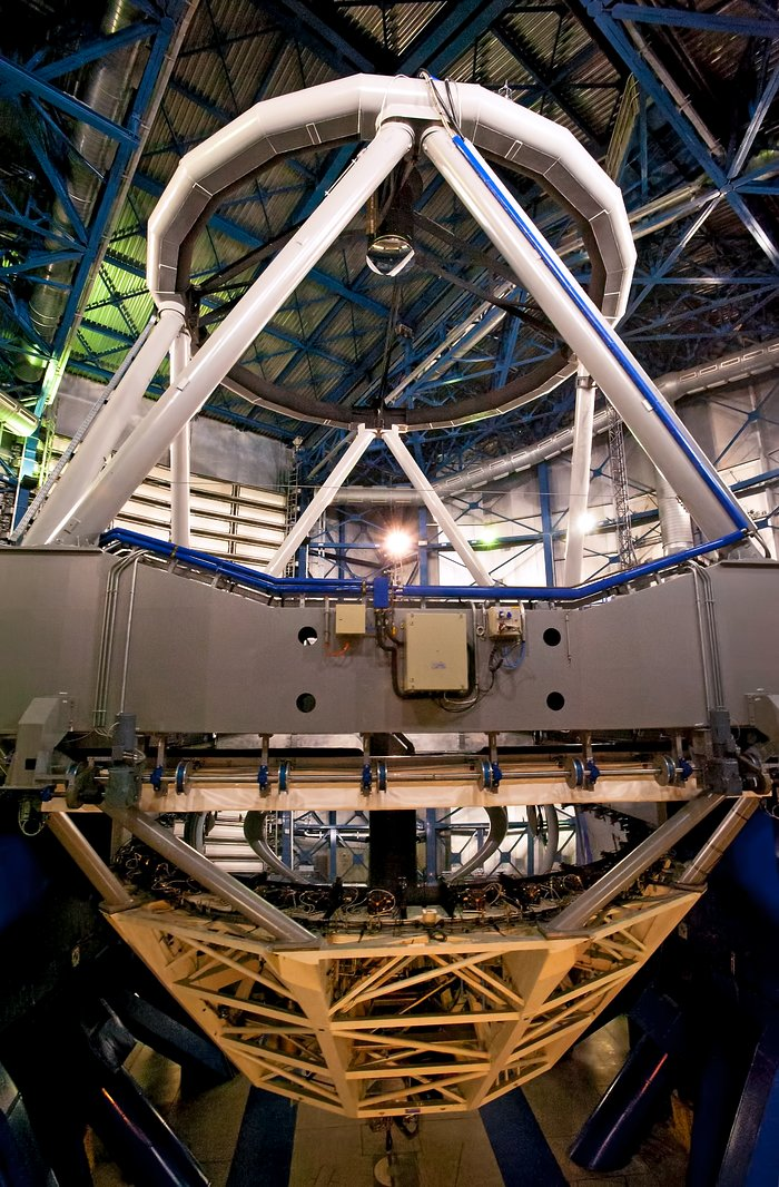 VLT Unit Telescope from inside