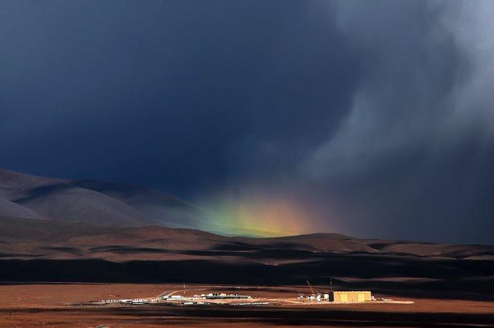 Een regenboog aan de horizon