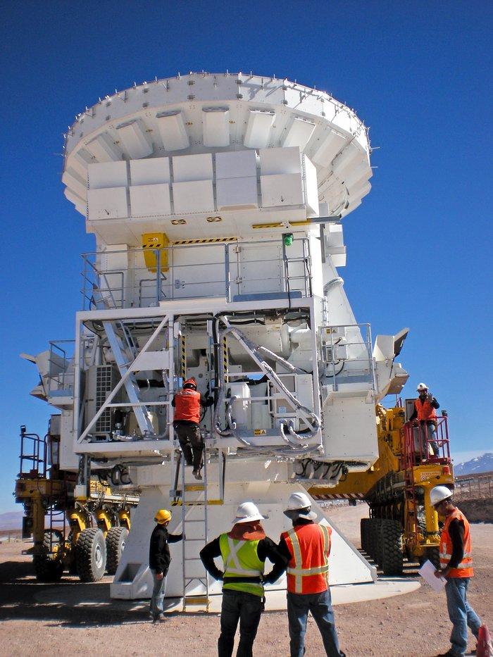 Preparing an ALMA antenna's journey