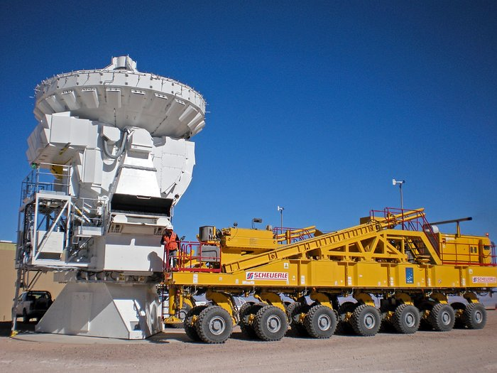 An ALMA transporter ready for pick up