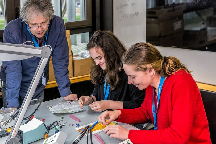 Engineering at the 2018 Girls' Day at ESO