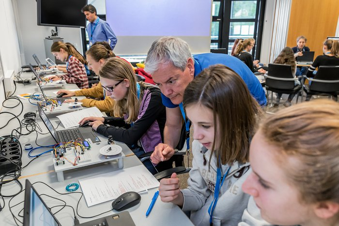 Girls' Day coding at ESO