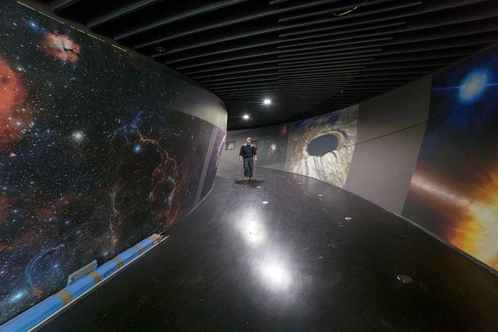 A walk inside the ESO Supernova