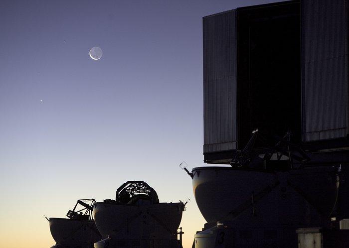 Hauptteleskop 1 mit Mond und Venus