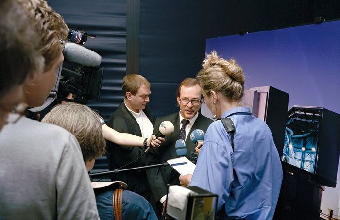 Media interviews during ESO's VLT first light press conference