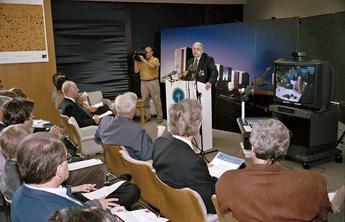 Announcement during VLT First Light press conference