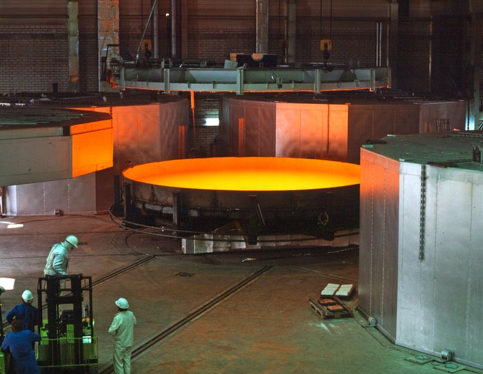 Casting the World's First 8-m Mirror (1991)