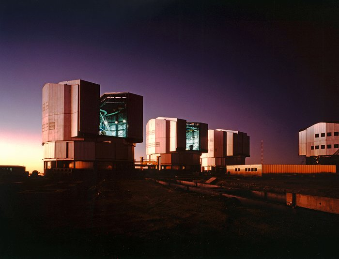 Evening at the Paranal Observatory (13 April 1998)