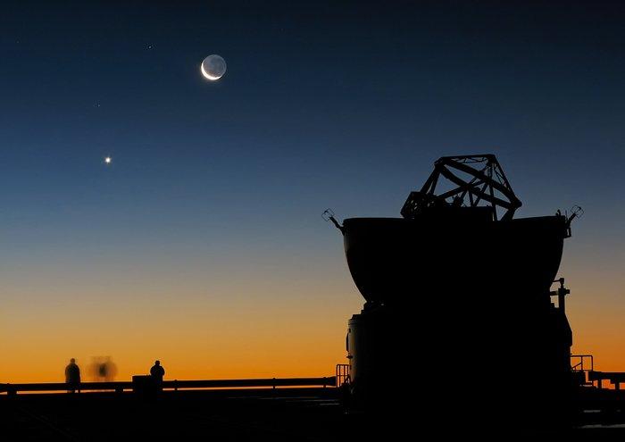 Sunset view at Paranal with Moon, Venus and an AT