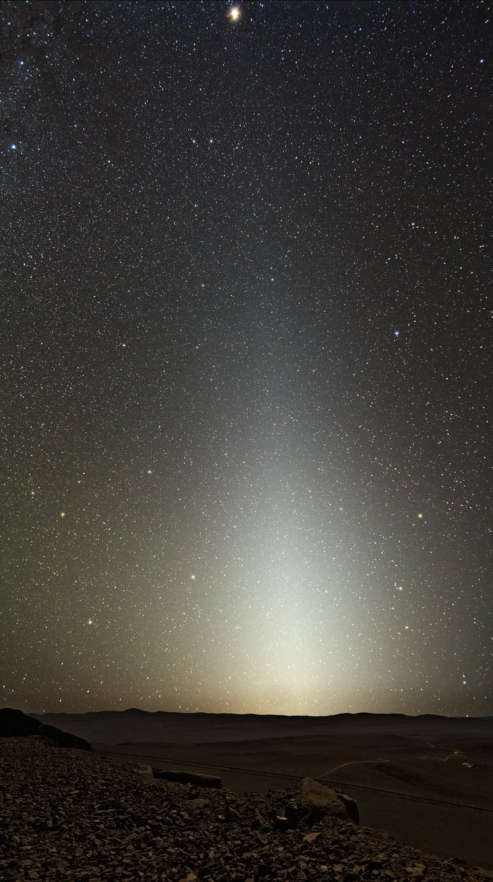 Luz zodiacal vista a partir do Paranal