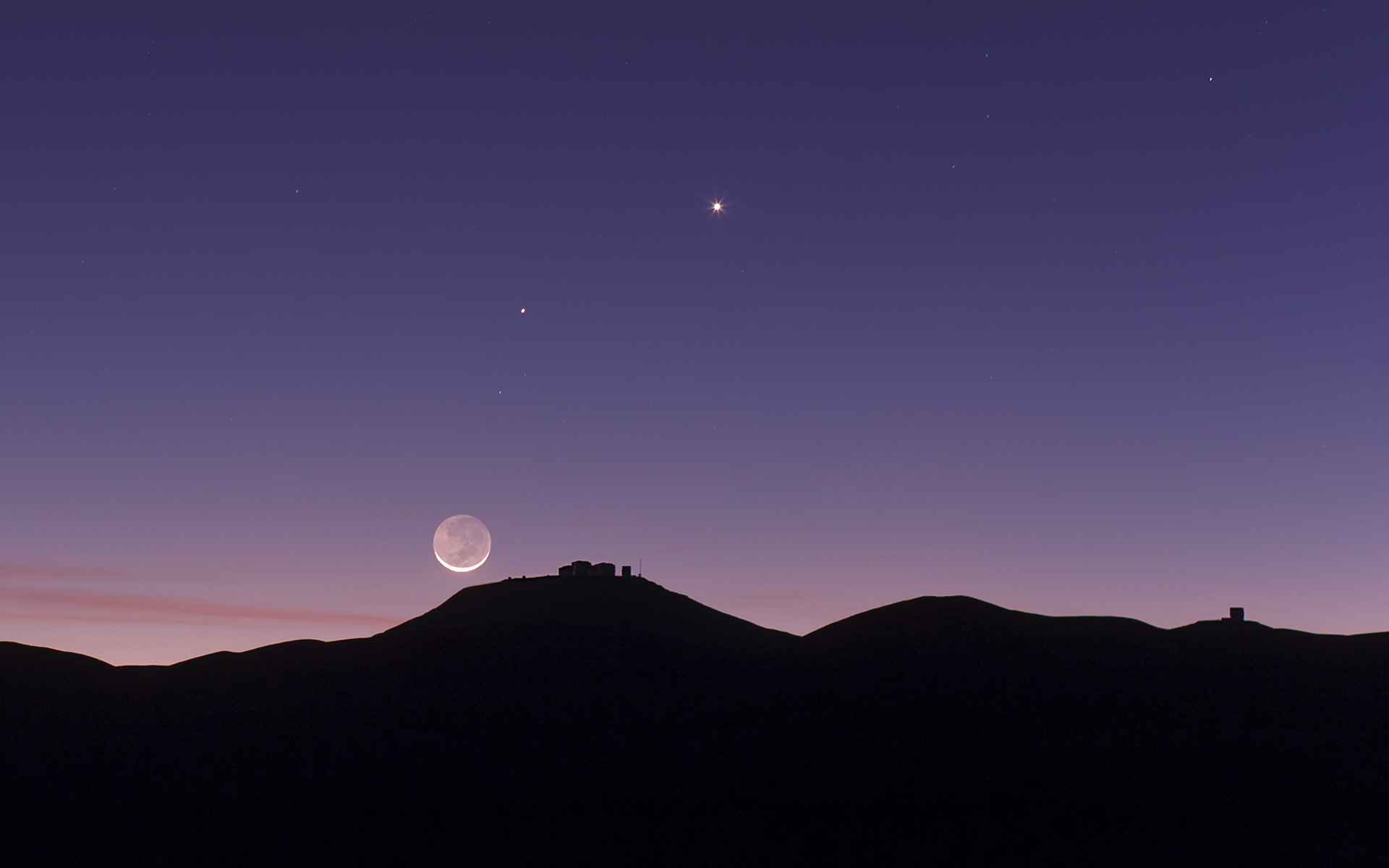 The Crescent Moon And Earthshine Over Eso S Paranal