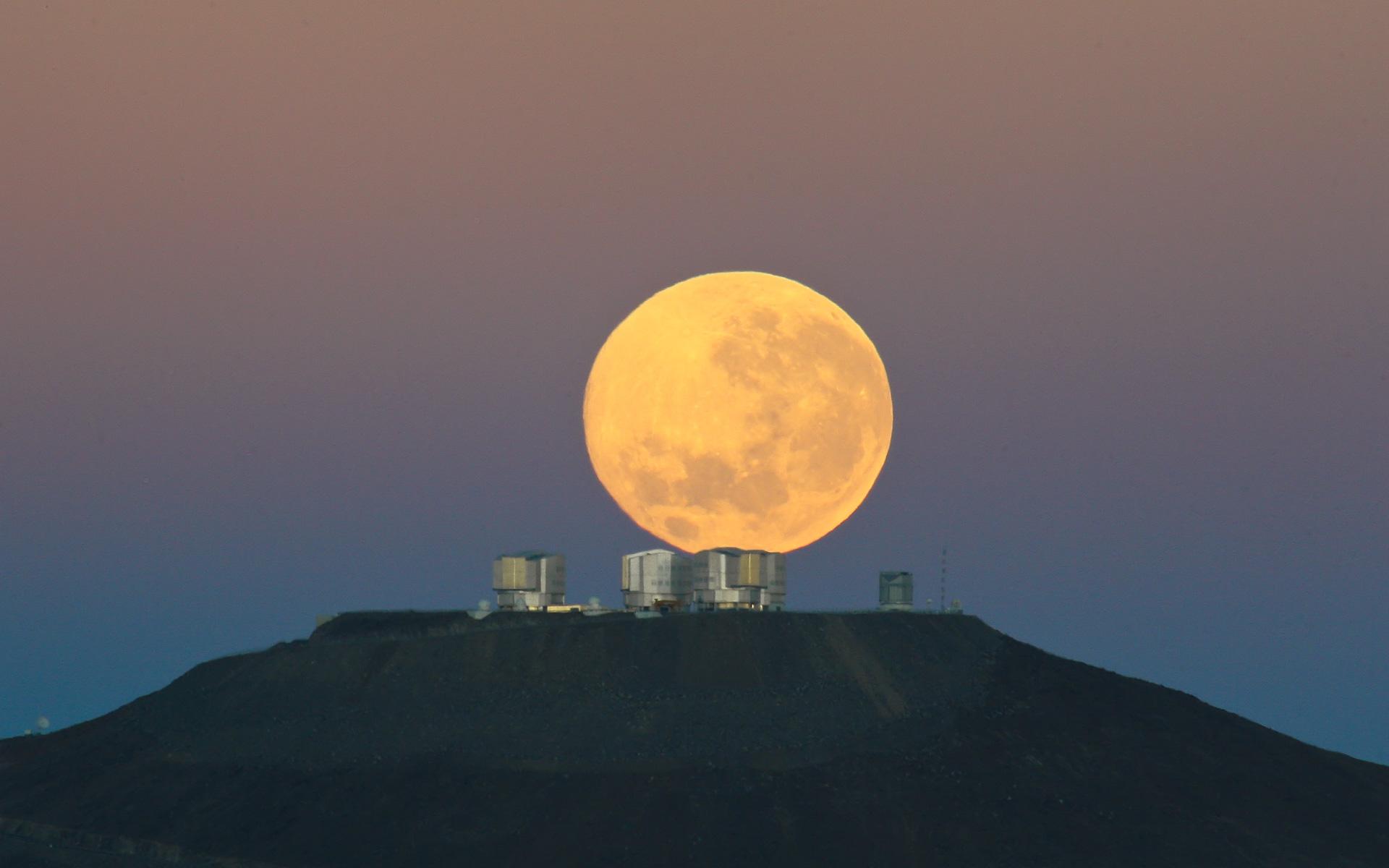 Dramatic Moonset Eso