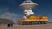 Una antena ALMA llega hasta el Llano de Chajnantor por primera vez