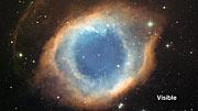 Vergleich des Helixnebels im Infraroten und im sichtbaren Licht