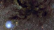 Panorering över den mörka nebulosan Barnard 59