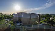 Vídeo a cámara rápida del cielo sobre el Planetario y Centro de Visitantes ESO Supernova