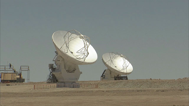 Two moving antennas