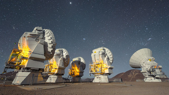 Five ALMA Antennas on the Chajnantor plateau (time-lapse)