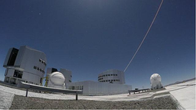 Prima luce del nuovo laser sullo strumento di ottica adattiva al Paranal