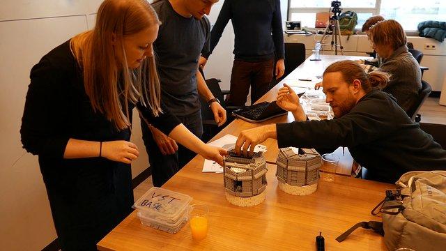 Teamwork beim Bau des VLT