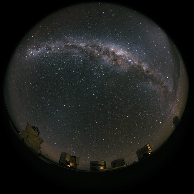 Milky Way moves over Paranal
