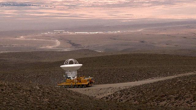 Una antena ALMA camino al Llano de Chajnantor por primera vez