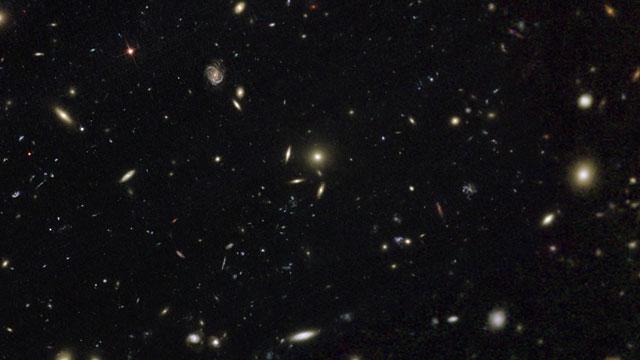 Paneo a través de Abell 2744, el cúmulo de Pandora