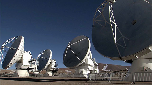 ALMA antennas on Chajnantor move in unison