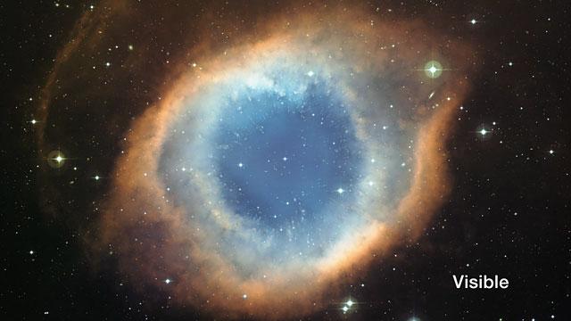 Comparación de infrarrojo y luz visible de la Nebulosa de la Hélice