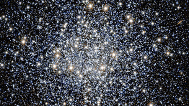 Zooming in on the globular star cluster Messier 55