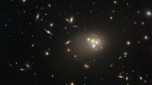 Image de l'amas de galaxies Abell 3827 acquise par Hubble