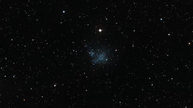 Zoom sulla galassia nana IC 1613