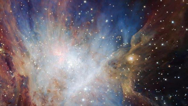 Zwenken langs een diepe infraroodopname van de Orionnevel